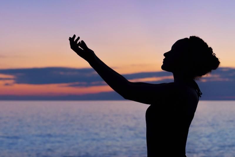 Тело и сознание. Простые движения помогают нашему телу принять сигналы мозга, распаковать их, понять, вскрыть те пласты нашего подсознания, которые просятся наружу и требуют проработки. Читайте заметку, чтобы получить практические советы.