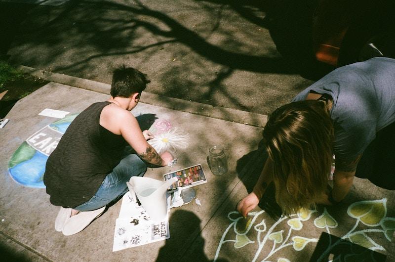 Курс спонтанного рисования мыслей «Метод витражей» поможет научиться материализовать энергию мыслей, которая потом уплотняется, надумывается и становится мыслями, крепко засевшими в вашей голове.